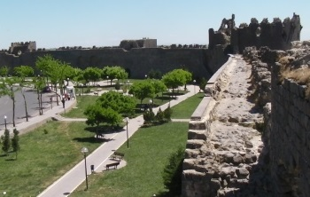 Diyarbakir Fortress and Hevsel Gardens