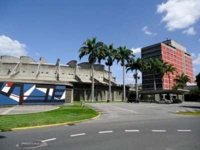 Ciudad Universitaria de Caracas by Jarek Pokrzywnicki