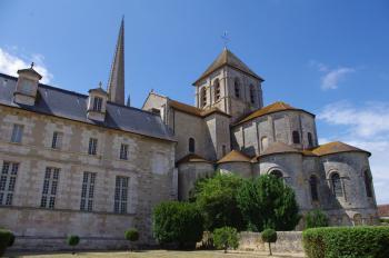 Saint-Savin sur Gartempe by Thibault Magnien