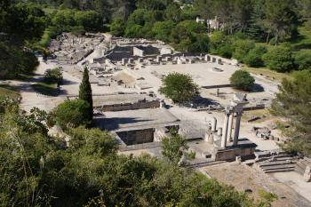 Les villes antiques de la Narbonnaise et leur territoire: Nimes, Arles, Glanum, aqueducs, via Domitia (T) by Hubert Scharnagl
