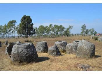 Sites Megalithiques de la province de Xieng Khouang (T) by Michael Novins