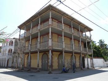 Centre historique de Jacmel (T) by Michael Novins
