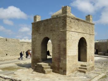 Surakhany, Atashgyakh (Fire - worshippers, temple - museum at Surakhany) (T) by Els Slots