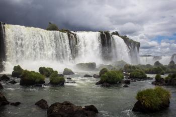 Iguacu by Michael Turtle
