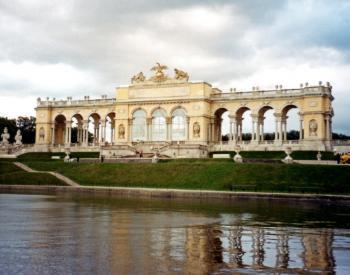 Schönbrunn by Jay T