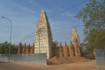 Sya, centre historique de Bobo-Dioulasso (T) by Michael Novins