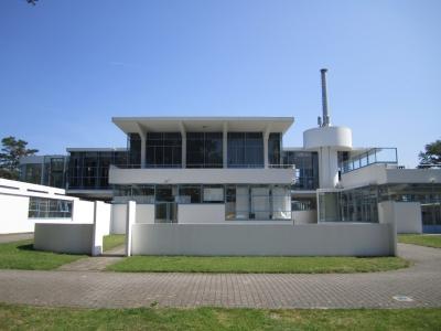 Voormalige Nazorgkolonie en Sanatorium Zonnestraal (T) by Peter Alleblas