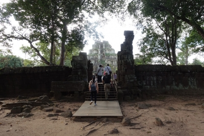 Koh Ker: Archeological site of Ancient Lingapura Or Chok Gargyar (T) by Nan
