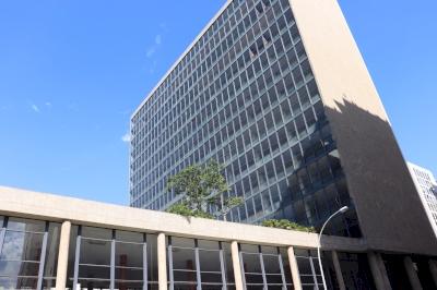 Palais de la Culture, ancien siège du Ministere de l'Education et de la Santé, Rio de Janeiro (T) by Walter