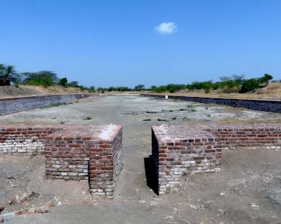 Archaeological remains of a Harappa Port-Town, Lothal (T) by Solivagant