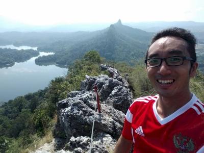 Gombak Selangor Quartz Ridge (T) by Michael anak Kenyalang