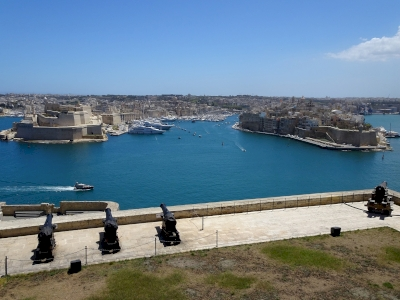 Knights Fortifications around the Harbours of Malta (T) by Ralf Regele