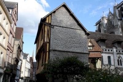Rouen : ensemble urbain à pans de bois, cathédrale, église Saint-Ouen, église Saint Maclou (T)