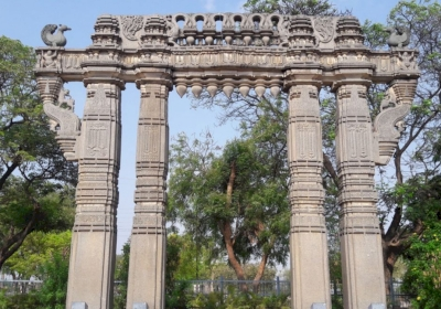 The Glorious Kakatiya Temples and Gateways (T) by Zoë Sheng