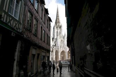 Rouen : ensemble urbain à pans de bois, cathédrale, église Saint-Ouen, église Saint Maclou (T) by Nan