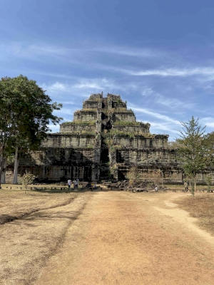 Koh Ker: Archeological site of Ancient Lingapura Or Chok Gargyar (T)