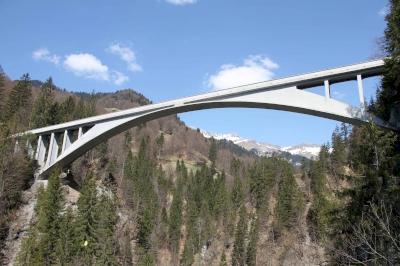 Pont sur la gorge du Salgina (T) by Philipp Peterer