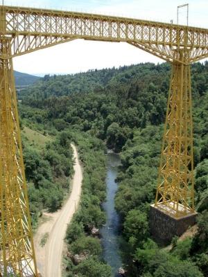 Malleco Viaduct (T) by Jarek Pokrzywnicki