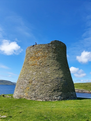 Mousa, Old Scatness and Jarlshof: the Zenith of Iron Age Shetland (T)