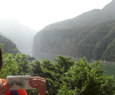 Yangtze Gorges Scenic Spot (T) by Zoë Sheng