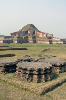 Buddhist Vihara at Paharpur by Solivagant