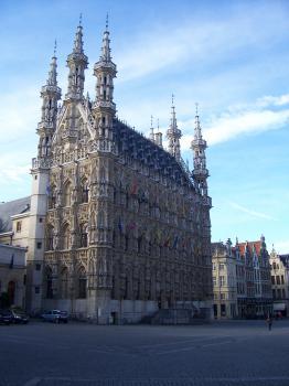 Leuven/Louvain, batiments universitaires, l'héritage de six siècles au sein du centre historique (T) by Ian Cade